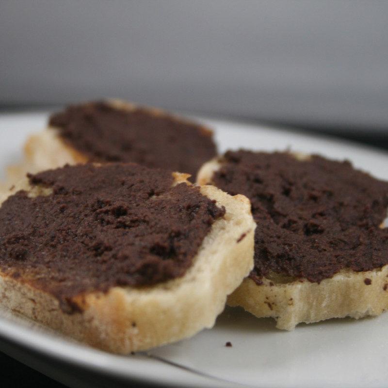 Toast de pâte d'olive de Nice au citron de Mention IGP