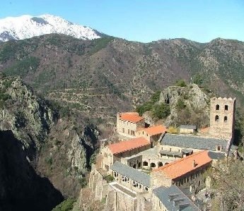 Abbaye dans les Pyrénées Orientales, Canigou, Languedoc-Roussillon